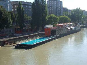 800px-Badeschiff_Wien2